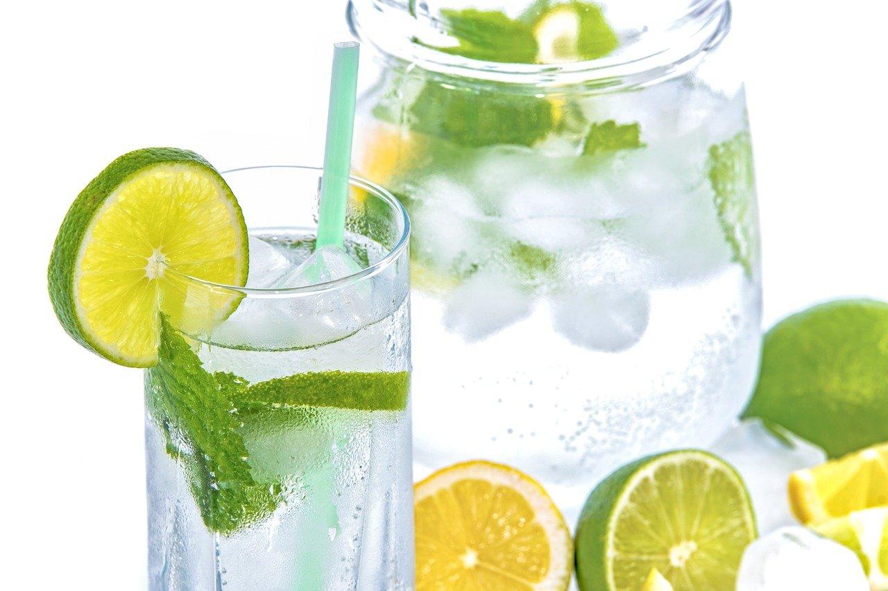 8 Dampak jika Minum Air Dingin dari Kulkas, Harus Baca!